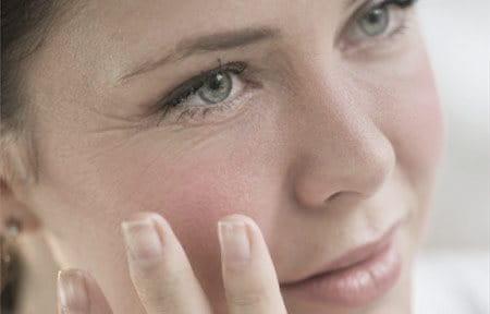 Le rassegne di faccia fanno i bagagli dalla costellazione di bellezza
